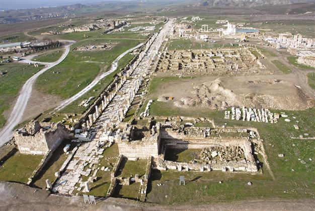 Laodicea colonade street