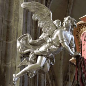 Flying_angel_in_Prague