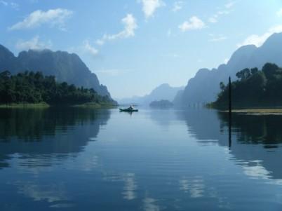 canoe-on-lake